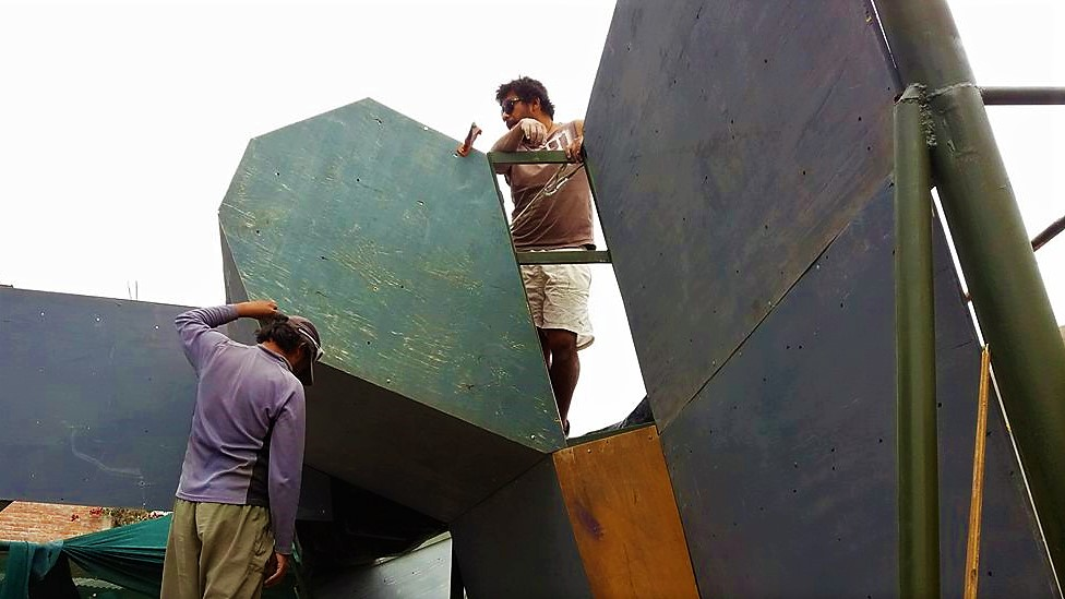 Construction du mur d'escalade adapté